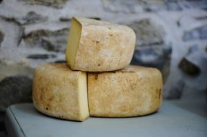 sensory rich products like cheese are most suitable for purchasing in physical stores
